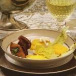 Crema de boletus con brocheta de hongos y flan de raviolis