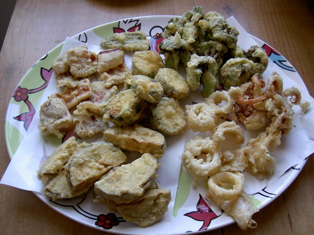 Rebozado de verduras y marisco con salsa tentsuyu