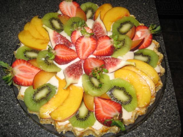 tarta de frutas fresas melocotones higos kiwis