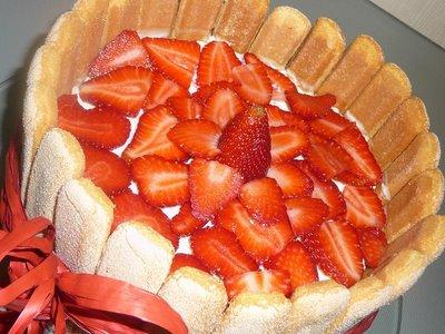 charlota de fresas dulce bizcochos