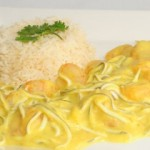 Gambas y gulas al curry con arroz basmati