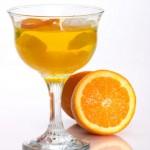 Cóctel de cava y naranja