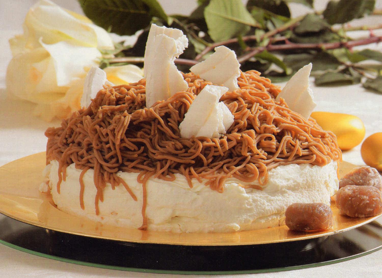 mont blanc merengue bizcocho castanas postre tarta