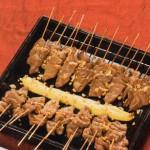 Brochetas de presa ibérica con salsa de cacahuetes