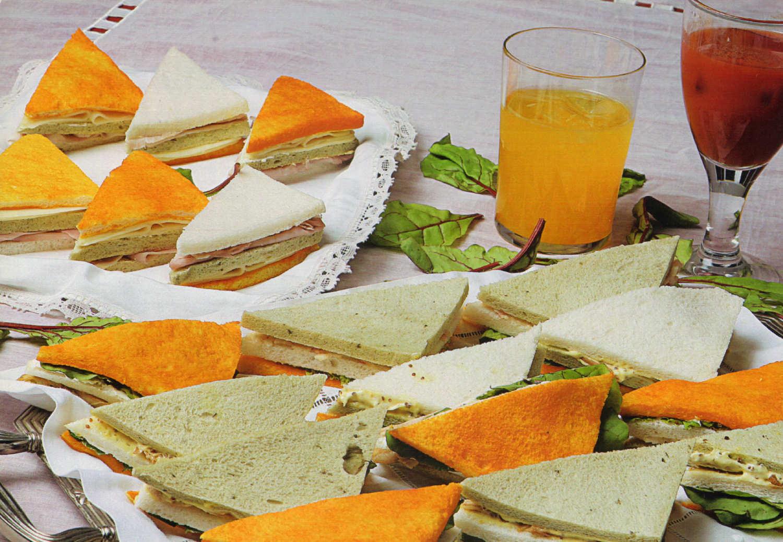 sandwiches-tres-pisos-pan-blanco-tomate-espinacas