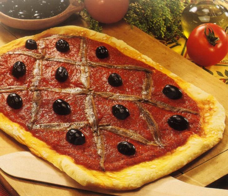 pizza anchoas aceitunas receta