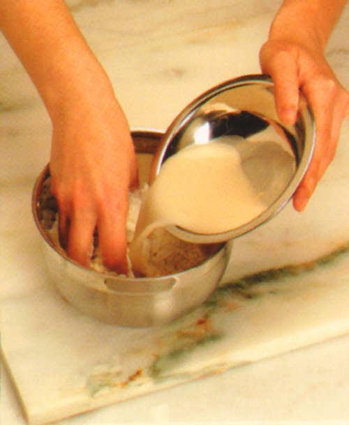 preparacion pizza anchoas aceitunas