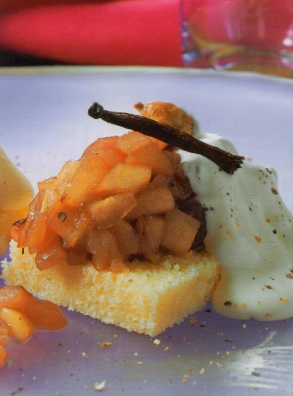 Manzanas especiadas bizcocho crema batida