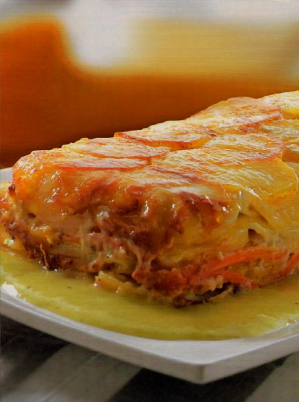 Pastel patata zanahoria salsa puerros