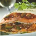 Lasaña de salmón con pisto