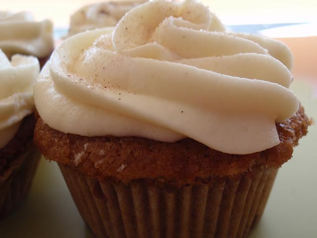 Cupcake nueces pecan moscada canela cobertura nata