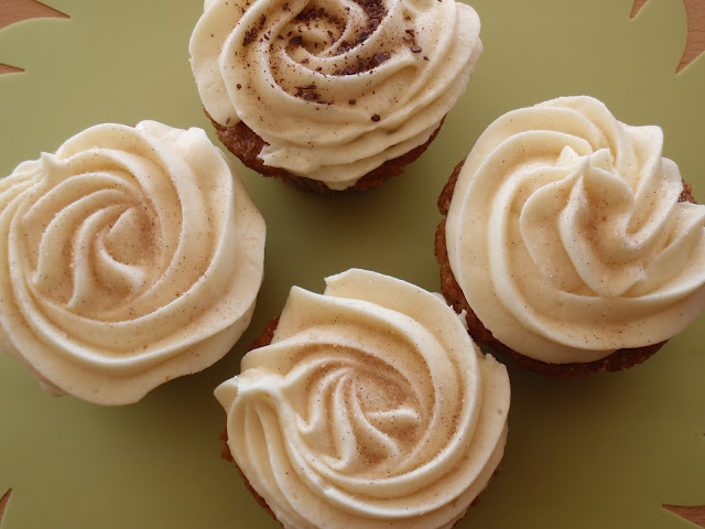 Cupcake nueces pecan moscada canela cobertura