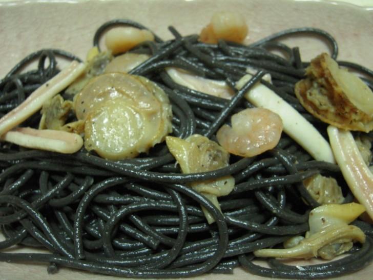 espaguetis-negros-gulas-gambas-light-1