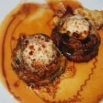 Milhojas de berenjena con tomate, jamón de pavo y queso