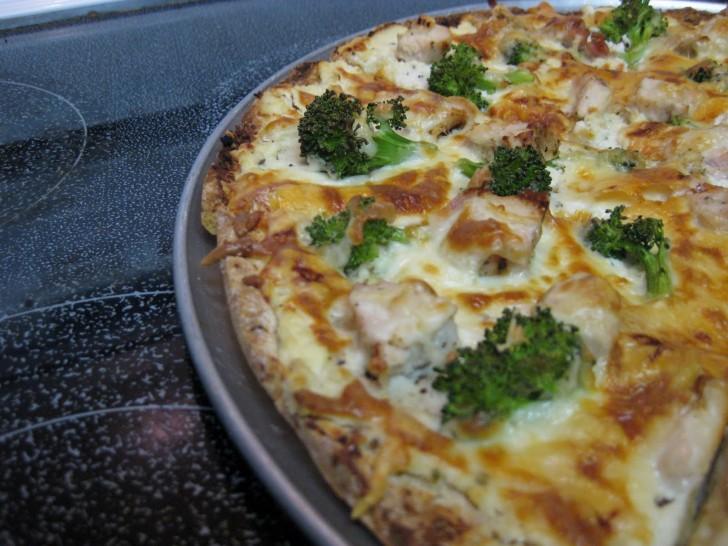 pizza-tortilla-brocoli-aceitunas-anchoas-1