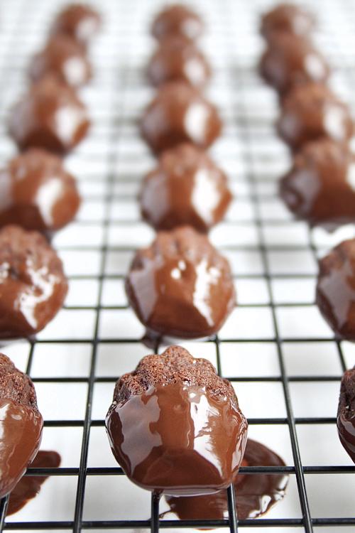 madeleines con chocolate cubiertas