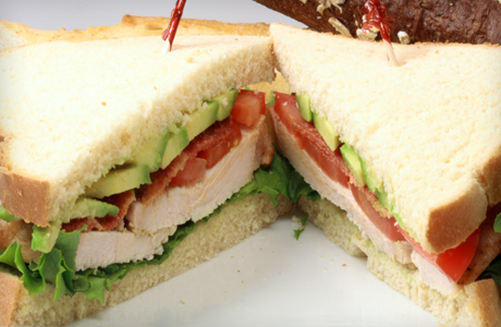 sandwich-pavo-queso-aguacate
