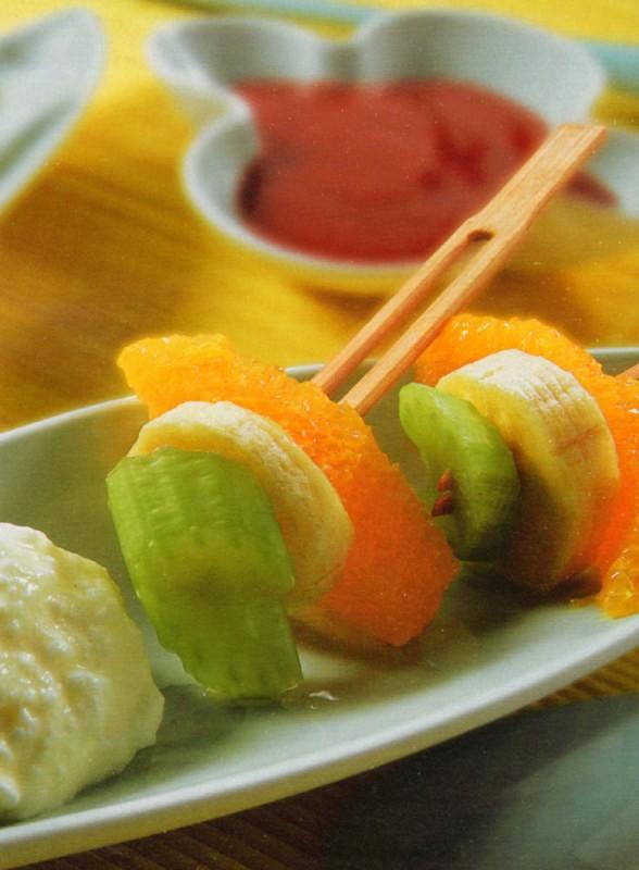 brochetas frutas mousse queso fresco culis frambuesa