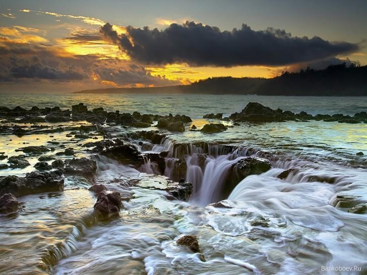 Maelstrom - Kauai Hawaii imgur