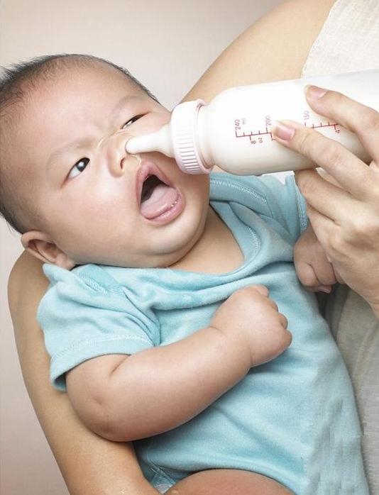 bebe biberon-2