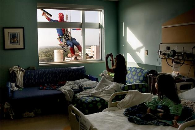 spiderman-lavando