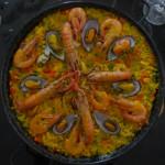 Vídeoreceta sencilla de paella con marisco