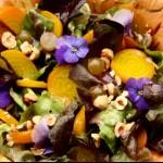 Ensalada gourmet con vinagreta y avellanas