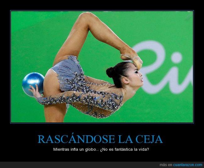 a b c rascandose_la_ceja