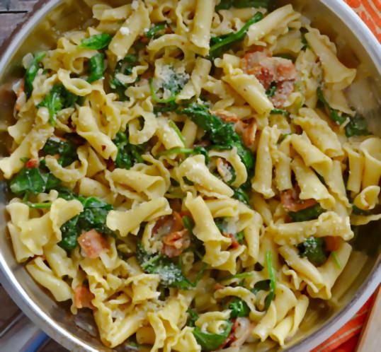 receta-macarrones-espinacas-bacon
