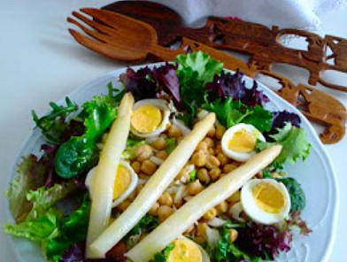 ensalada-legumbres-esparragos-huevo