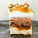Pastel helado de vainilla y chocolate