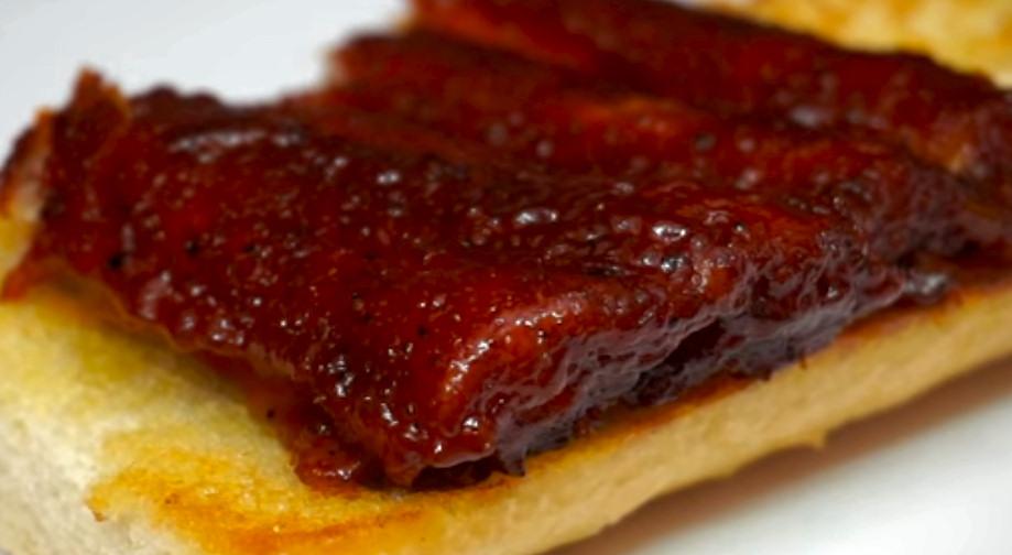 bocadillo costillas caramelizadas salsa barbacoa estilo americano