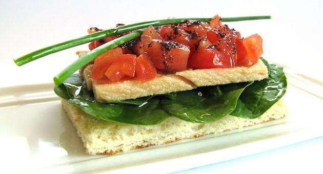 tostada espinaca atun tomate