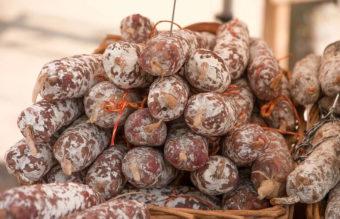 ¿Qué recetas puedes preparar gracias a los embutidos y las conservas?